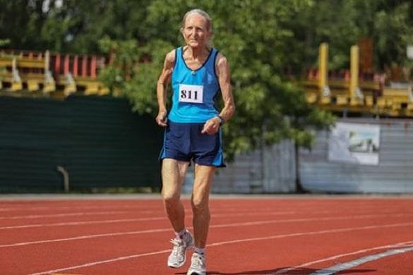 80-річна Черкащанка бігає по 30 кілометрів та встановлює рекорди (ВІДЕО)