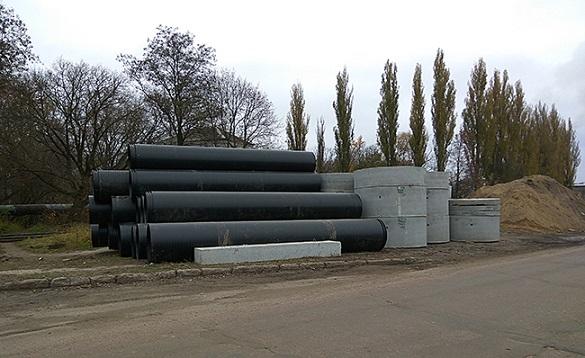 Роботи із заміни зношеної ділянки каналізаційного колектору тривають у Черкасах (ВІДЕО)