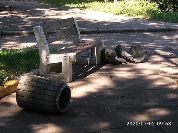Вандали в Черкасах потрощили смітники (ФОТО)