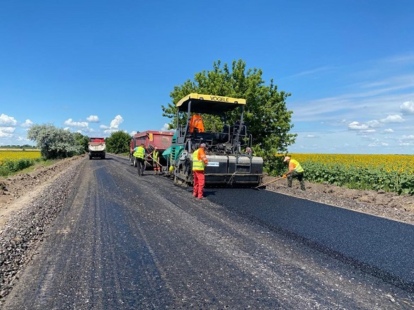 Роботи з оновлення доріг продовжуються на Черкащині (ФОТО)