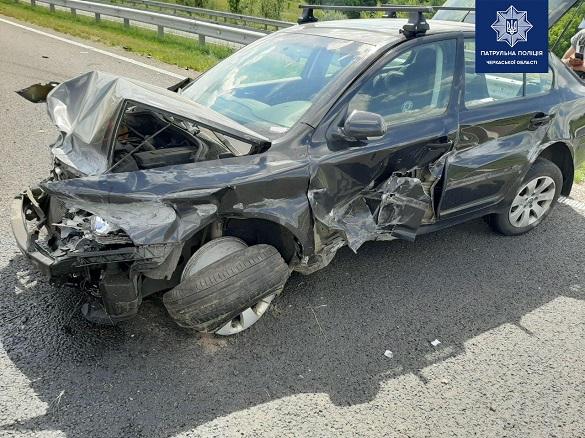 На Черкащині автомобіль в'їхав у відбійник (ФОТО)