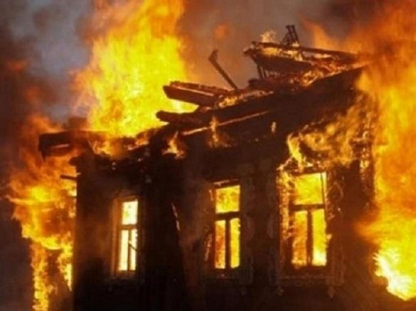 У Черкасах загорівся будинок (ВІДЕО)
