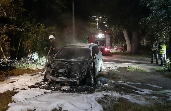 Під час стоянки у Черкасах загорілася автівка (ФОТО)