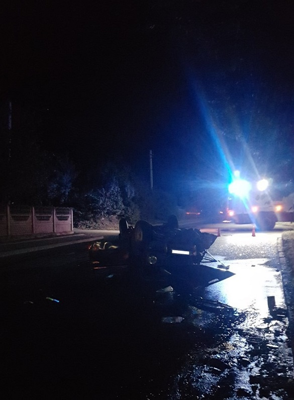 На Черкащині перекинувся автомобіль: постраждало двоє (ФОТО)